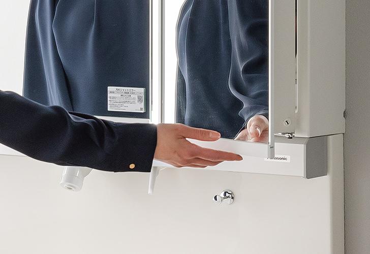 ミラーを開閉する際に触れる部分を、より清潔に