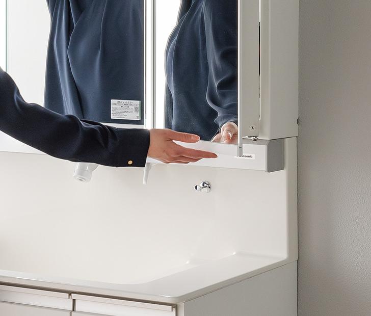 よく触れるミラー扉手掛け部は抗菌加工部材が選べます