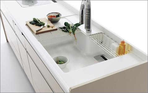 シンクの一部が、調理や仮置きのスペースに早変わり。