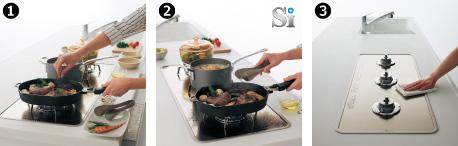 ❶手前スペースがひろびろ/❷3つのコンロをフル活用。さまざまな鍋が使えます。/❸排気口がなく、段差が約1.9㎜でおそうじラクラク