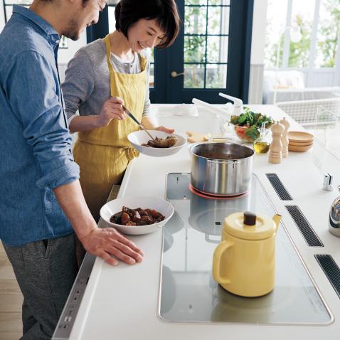 広びろと使えるから、調理・盛りつけ・片づけがラクラク