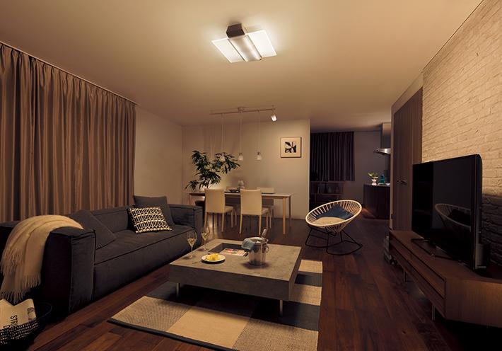 パネル光2枚だけを点灯すると、間接照明のような陰影が生まれ、心やすらぐ雰囲気を演出できます。