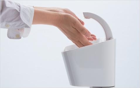 傾斜のある設計で、手を洗いやすい。